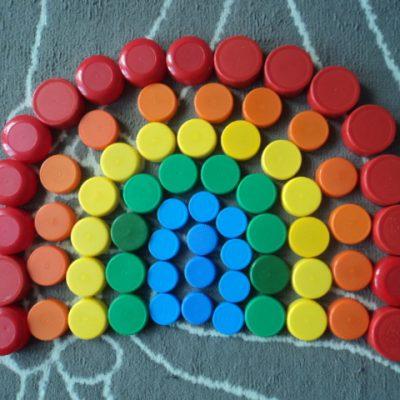mandala en bouchons colorés