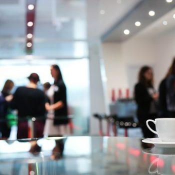 réseauter autour d'un café